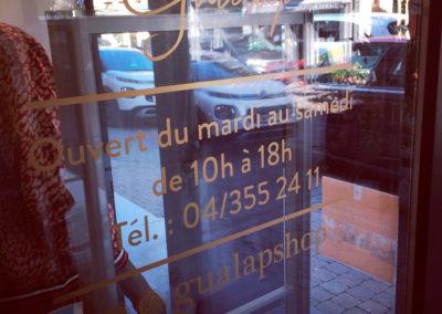 Lettrage vitrine Gualap Visé