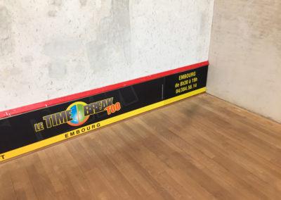 Panneaux sponsorisés pour la taverne le Time Break