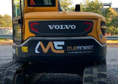 Lettrage sur machine de chantier pour la société M.Ernest
