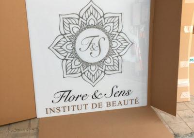 Impression d'un opalin pour enseigne lumineuse pour Flore & Sens