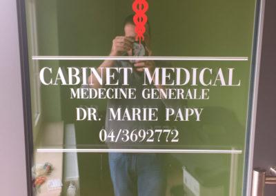 Lettrage vitrine pour un cabinet médical