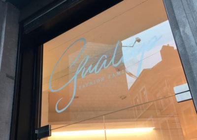 Lettrage vitrine pour Gualap à Liège