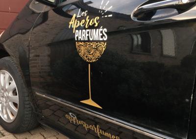 Lettrage de voiture pour les Apéros Parfumés
