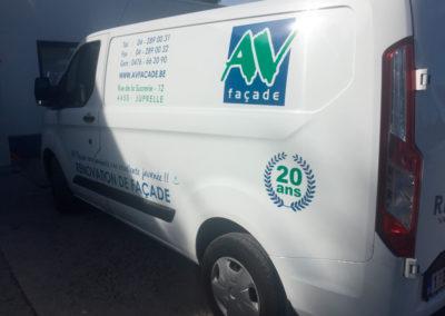 Lettrage de camionnette pour la société AV Façade