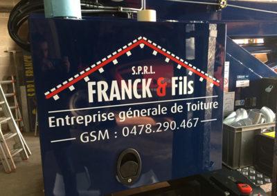 Lettrage sur machine de chantier pour Franck & Fils