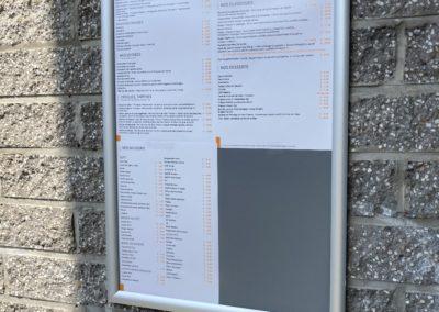 Cadre à clips pour l'affiche extérieur du menu pour la brasserie Pause & Vous
